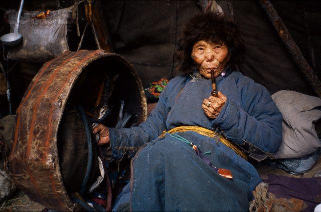 """""""Meie"""" dukhaperekonna pea on vanim naine, kes on samuti šamaan. Foto: Hamid Sardar-Afkhami, shareably.net"""