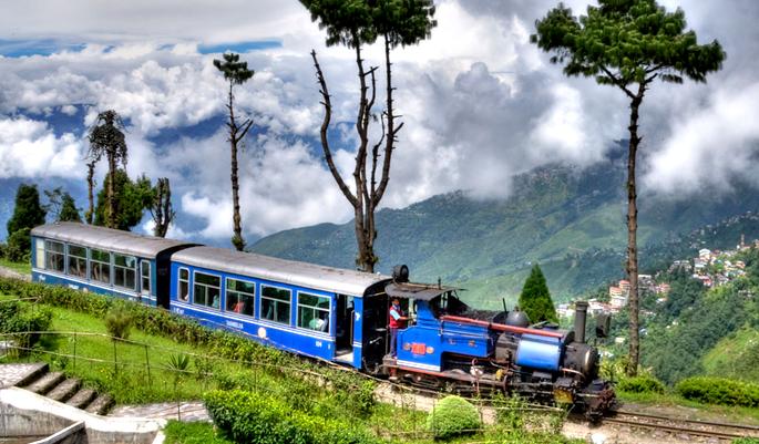Darjeelingi auruveduriga raudruun. Foto: epicful.com